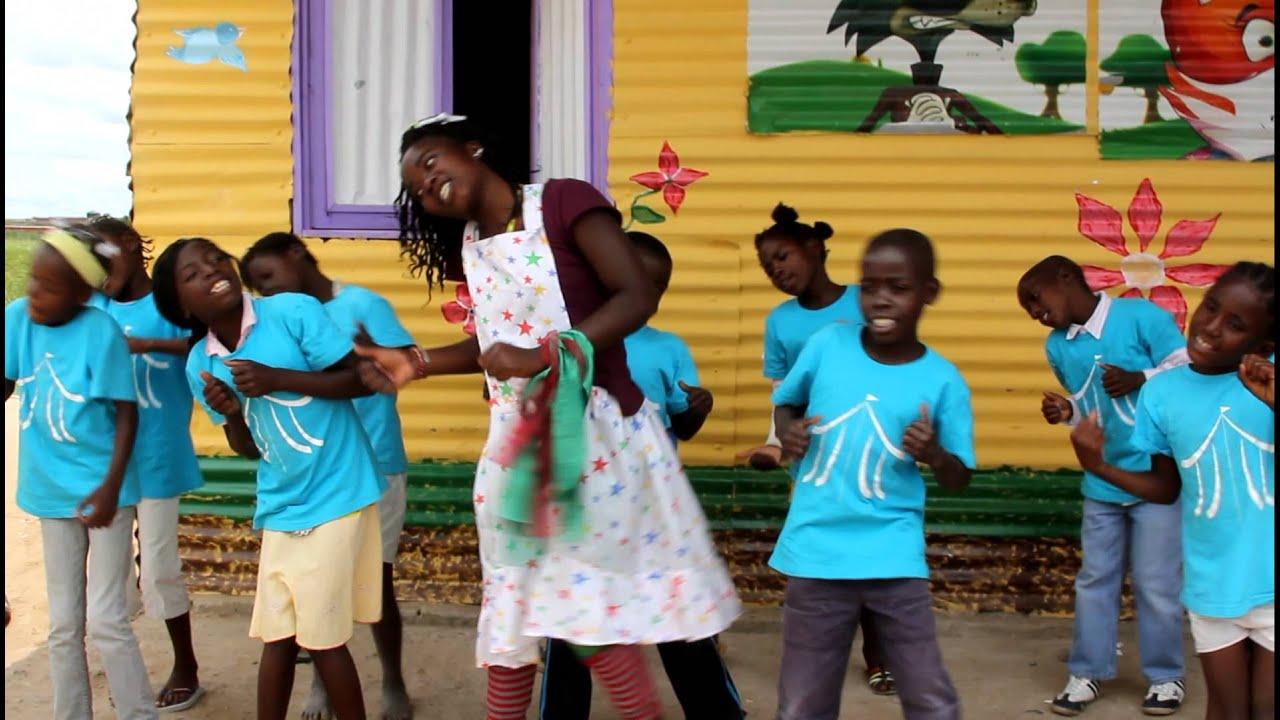 Crianças da Aldeia Nissi dançando Tchutchuê - Rebeca Nemer