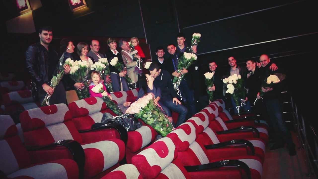 Видео щупают в кинотеатре фото 694-525