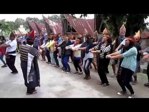 20150509 (TorTor Batak Toba-) Dance at Huta Siallagan 1 - Maumere Gemu Famire