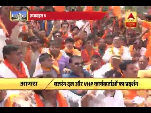 VHP, Bajrang Dal workers protest against 'Bhagva' dupatta being taken away from tourists i