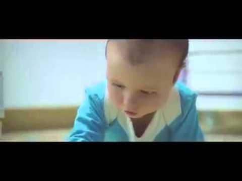 Bambino usa internet (publicita)