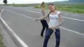 otobandaki bulgar kizlarin harika dansi.flv