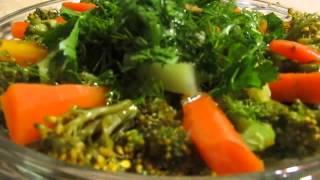 Салат из брокколи и морковки.Очень полезный,вкусный и быстрый салат.