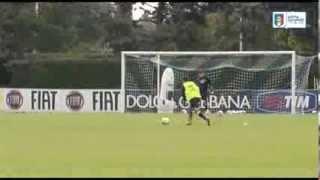 Il giovane portiere azzurrino Alex Meret para i tiri di Pirlo, Diamanti, Osvaldo & co