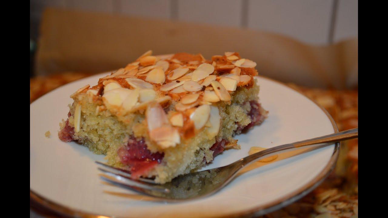 Kuchen mit mandeln und pudding