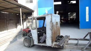 Китайский автомобиль - грузовик, прикол!!!(Как можно еще использовать мотоблок, прикол из Китая., 2012-01-20T21:08:37.000Z)