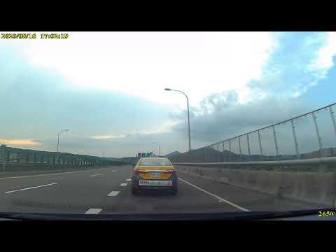 計程車585-3G號變換車道未依規定使用方向燈