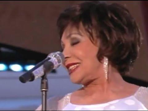 (HQ AUDIO)  2012 Diamond Jubilee Concert - Shirley Bassey  Diamonds Are Forever - Tom Jones  DELILAH