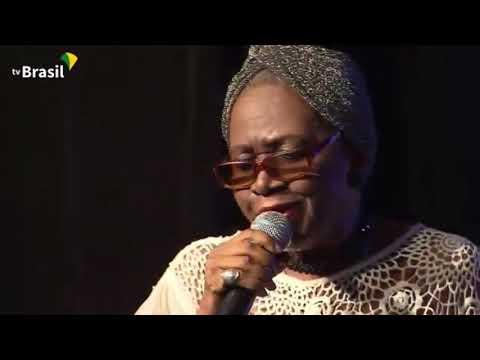 """Áurea Martins canta """"Okolofé"""" (Wilson Moreira)"""