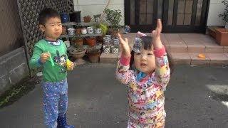 せんももシャボン玉で遊ぶ SenMomo play with Soap Bubbles thumbnail