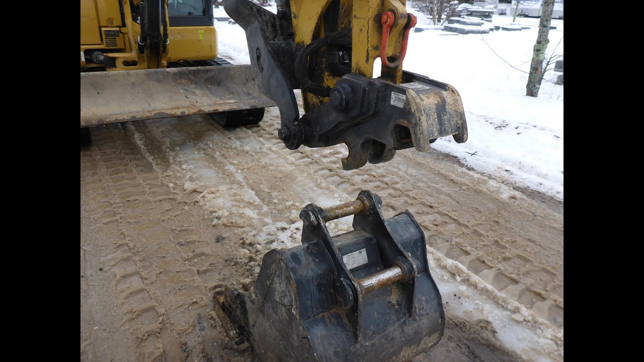 How To: Use Cat Mini Excavator Quick Coupler
