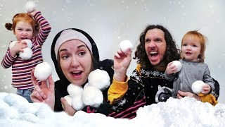 indoor SNOWBALL FiGHT 💭💭💭💭 Adley and Mom VS Niko and Dad (boys vs girls family challenge)