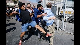 Tolerantes Universitarios de Izquierda *PATOTEAN* a Politico Chileno de Derecha Liberal.-
