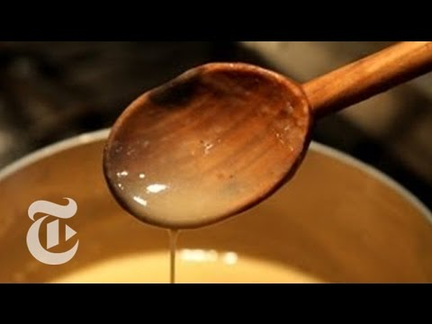 Thanksgiving Recipes: How to Make Simple Gravy  Melissa Clark  The New York Times