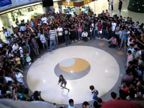 flash mob show @Oberon mall