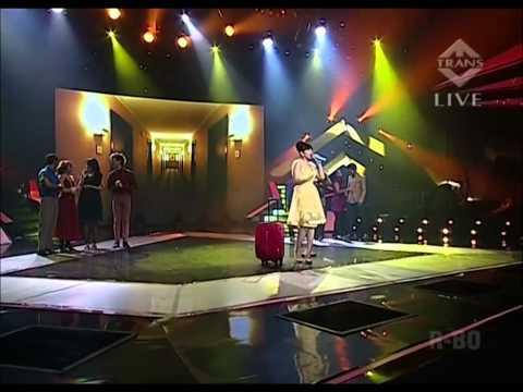 The Girl in 14G   Putri Ayu (16yo) Sing like a Pro !! Mp3