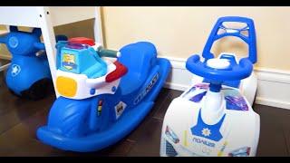 Cinco Crianças fingem jogar polícia