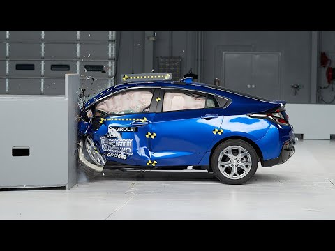 2017 Chevrolet Volt Small Overlap IIHS Crash Test