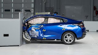 2017 Chevrolet Volt driver-side small overlap IIHS crash test