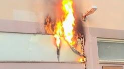 [SPIELHALLENBRAND: FLAMMEN AUS GEBÄUDE] - Brandbekämpfung | Wohnhaus geräumt | Feuerwehr Langenfeld