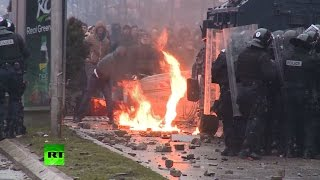 В Приштине полиция применила против демонстрантов слезоточивый газ и водометы(, 2015-01-28T09:06:32.000Z)