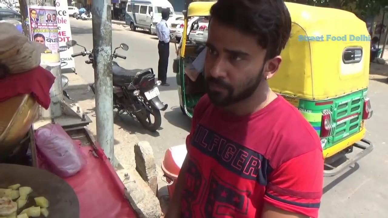 Indian street food | Yummy Chole Kulche in Delhi Street @ 30 Rs Only | Delhi Street Food