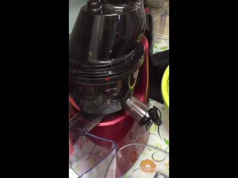 Slow Juicer Pomegranate : Kuvings slow juicer with Pomegranate: wet pulp! - YouTube