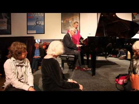 Pianist plays for Gabriela Montero the meldoy of the Dutch N