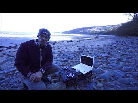 PIONEER DDJ-400 Rekordbox & THE MINIRIG ON A BEACH
