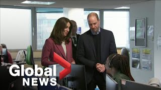 Gambar cover Coronavirus outbreak: Prince William and Kate Middleton visit call centre amid COVID-19 pandemic