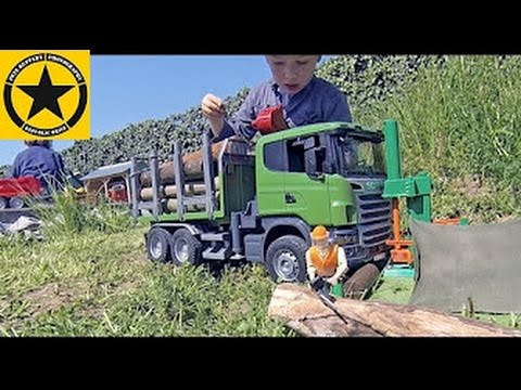 BRUDER LUMBER JACK Scania R-Series Logging Truck Outdoor Action