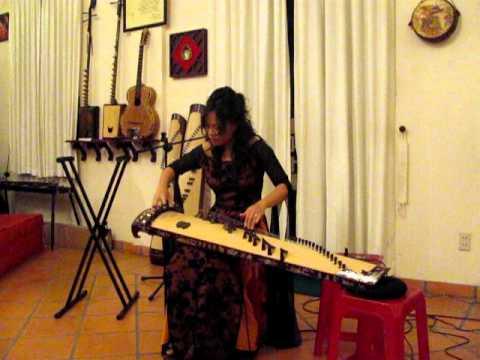 Nghệ sĩ VÕ VÂN ÁNH đàn Tranh SAKURA - tư gia GS Trần Văn Khê 2010