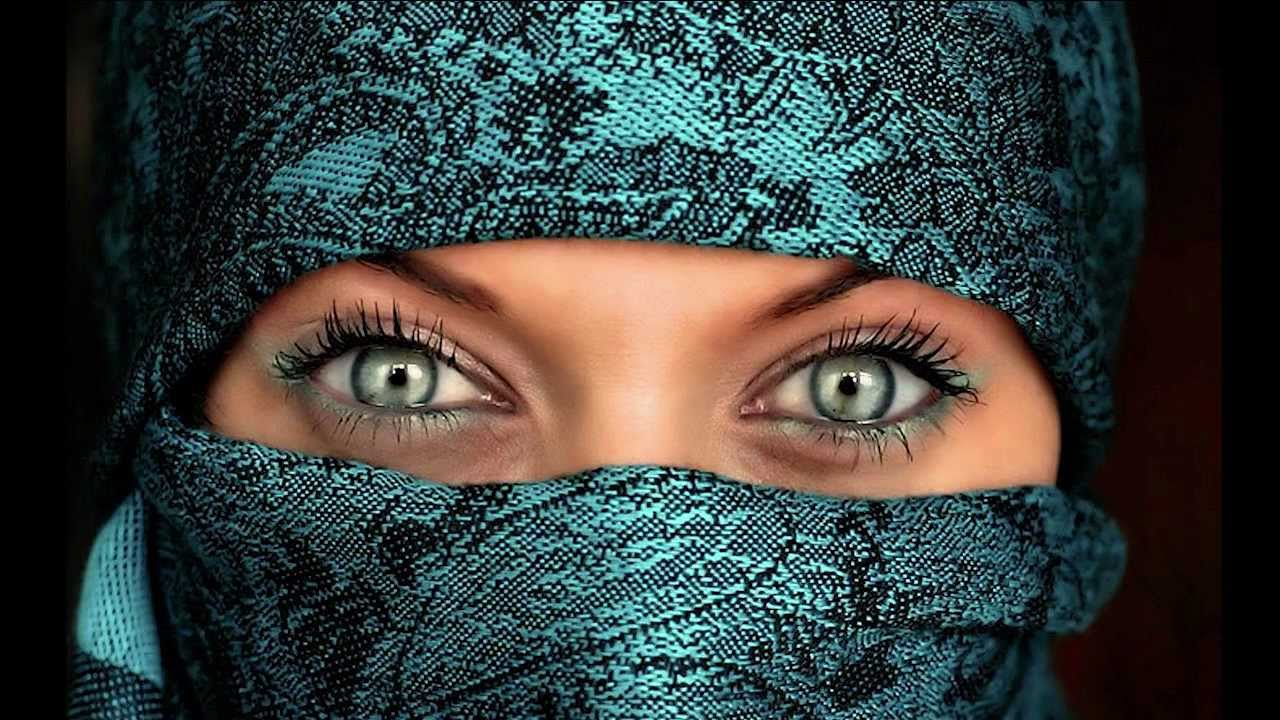 Arabian eyes under hijab - YouTube