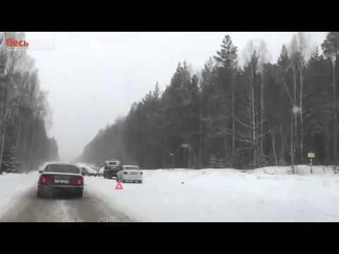 Более 10 ДТП и пробка 2 км на трассе Екатеринбург - Нижний Тагил