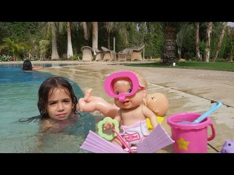 BABY ALIVE DOLL SWIMMING IN THE POOL WITH BABY BORN