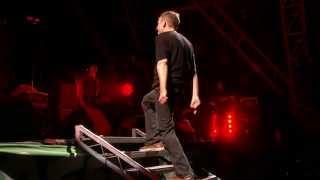 Blur - Song 2 (Glastonbury 2009) HD 720p