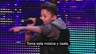 Dos niños con talento cantan un emotivo mensaje anti-bullying