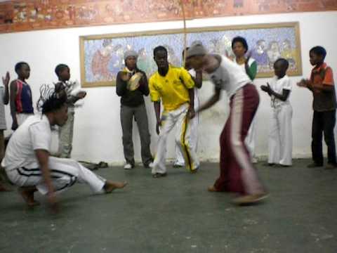 Keiskamma Trust - Abolicao Capoeira in South Africa, with Tigre (Msindisi Mva)