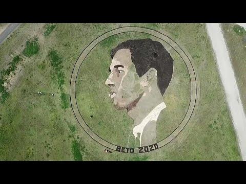 شاهد: فنان يرسم لوحة لمرشح رئاسي أمريكي بمساحة ملعبي كرة قدم…  - 12:54-2019 / 3 / 21