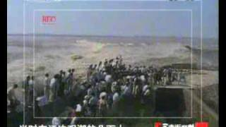 走进科学钱塘江怒潮席卷岸堤   QianTang river tidal bore, A lot people died