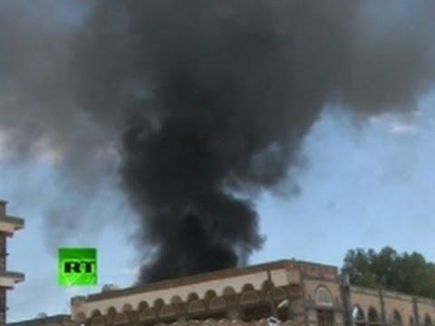 Video: Yemeni Muslim protesters attack US Embassy