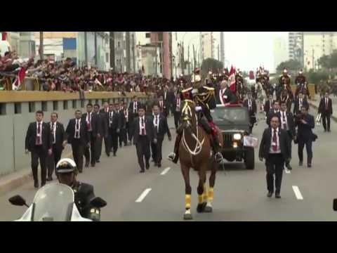 Presidente de la República preside la histórica Gran Parada y Desfile Militar.