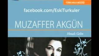 Muzaffer Akgün--Evlerinin Önü Yonca