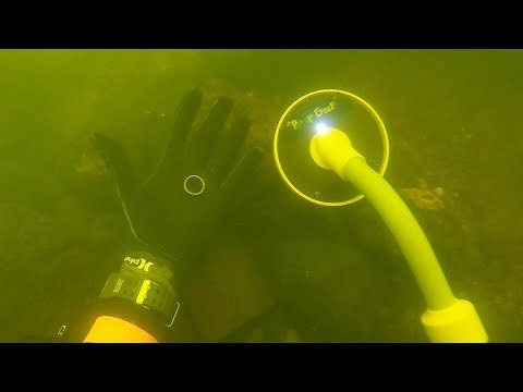 Found Diamond Wedding Ring Metal Detecting Underwater! $5,000+ (Returned To Owner)
