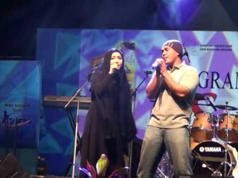 Akbar Feat Bienda - Youm Wara Youm (Live at UKM)