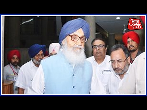 Parkash Singh Badal And Family Casts Vote In Native Village