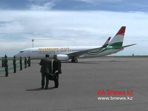 Смотреть Президент  Таджикистана прибыл в Астану онлайн