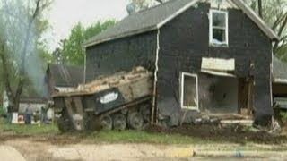 Tank drives through house in Minnesota
