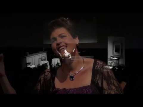 """Mon Dieu dans """"Un parfum de Piaf""""  Nicole Dambreville"""