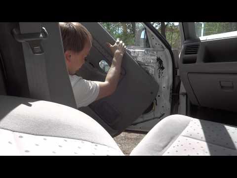 Снятие обшивки передней и задней двери на Mazda Demio Ford Festiva Mini Wagon